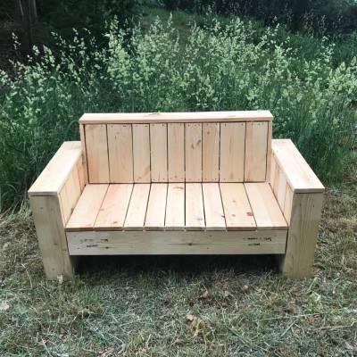 Sofa aus dem Sortiment der Palettenmöbel von Ihrem Ansprechtpartner rund um Europaletten, Einwegpaletten und mehr